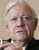 Portraitfoto von Helmut Schmidt